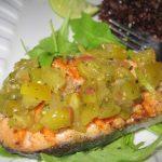 Tomatillos.Salsa verde.Ryba.