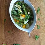Szparagi, szpinak, młody groszek i olej z ostropestu. Zupa z tego co najlepsze!