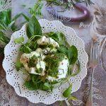 Pesto z ziela oliwnego, Mozzarella di Bufala i rukiew wodna.  Sałatka na lato!