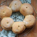 Orkiszowy chleb ozdobny. Korona Lyonu. Listopadowa Piekarnia