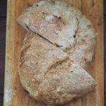 Ciabatta lub chleb z figami i nasionami dzikiego kopru włoskiego. Styczniowa Piekarnia