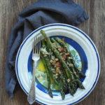 Szparagi z grzankami i serem Asiago. Wiosenne niebo na talerzu!