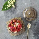 Karmelizowany rabarbar i pudding ryżowy na mleku kokosowym. Deser elfów w Sezonowo od A do M
