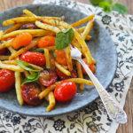 Fasolka szparagowa z pomidorami w sosie z harrisą. Sezonowo od A do M