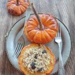 Dynie Mandarin faszerowane bulgurem z żurawiną, miodem i korzeniami. Słodka strona dyni w Sezonowo od A do M