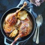 Gęsie uda pieczone z sokiem jabłkowym i szarą renetą. Na Marcina gęś na stole, którą nade wszystko wolę!