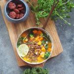Zupa z soczewicą, jarmużem i słodkim ziemniakiem. Dla Niej i dla Niego
