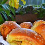 Duńskie bułeczki Tebirkes. Z pistacjowym pesto. Pieczenie na pięć blogów!