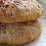 Chleb z pieczonymi ziemniakami i rozmarynem. Majowa Piekarnia
