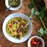 Spaghetti z bazyliowym pesto, pieczoną papryką i suszonymi pomidorami. La Selva!