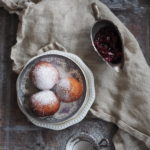 Pączki z pieczonymi batatami i wiśniową konfiturą. Tłusty czwartek może być też w piątek!