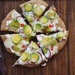 Orkiszowa (prawie!) pizza z brukselką. Dla Niej i dla Niego