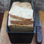 Chleb tostowy z ziarnami i nasionami chia. Kwietniowa Piekarnia
