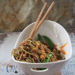 Marutsune Cha Soba z cukrowym groszkiem, tofu i kiełkami stir fry. Wszystko od nowa!