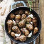 Topinambur albo karczoch jerozolimski pieczony z czosnkiem i tymiankiem. Sezonowo od A do M