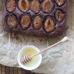 Czekoladowe ciasto ze śliwkami. Przepis na szczęśliwy listopad!