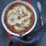 Tarta z batatem,  serem z pleśnią i jabłkiem. Sezonowo od A do M