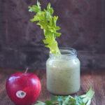 Koktajl z jabłkiem, selerem naciowym i nasionami konopi. Poranne doładowanie!