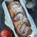 Orkiszowe ciasto z jabłkami i tahini. Na każdą porę dnia!