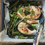 Szparagi pieczone z łososiem. Majowe porządki…