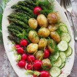 Szparagi, młode ziemniaki & Co. Półmisek letnich smaków