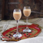 Likier kawowy z mlekiem skondensowanym i wanilią