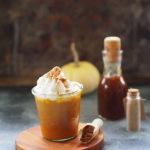 Pumpkin Spice Latte z  korzennym syropem dyniowym i bitą śmietaną