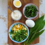 Sałatka jajeczna z czosnkiem niedźwiedzim i domowym majonezem