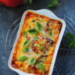 Bakłażany zapiekane z pomidorami i serem. Parmigiana di melanzane
