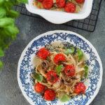 Makaron razowy z pieczonymi pomidorkami i anchois