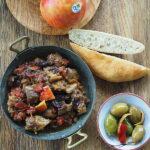 Marokański gulasz wołowy z jabłkami i suszonymi śliwkami
